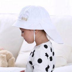 Mooie witte zonnehoed voor baby's met doek