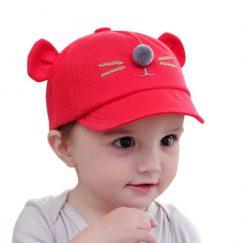 pet voor baby met oortjes en snuit rood