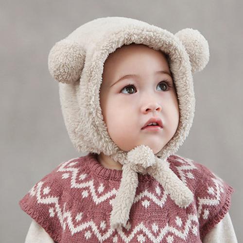 wollige baby muts met oortjes creme vanaf 3 maanden